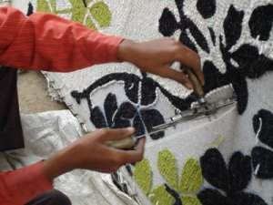 Hand Tufting Rugs in Bhadohi